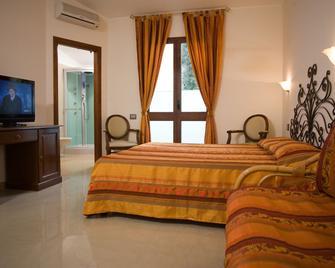 Hotel Hieracon - Carloforte - Slaapkamer