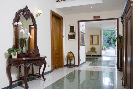 Hotel Hieracon - Carloforte - Hallway