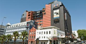 Cape Town Lodge Hotel - Cape Town - Building