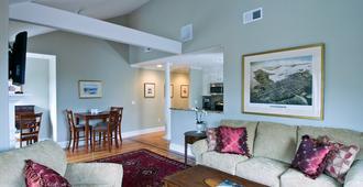 Pelham Court Hotel - Newport - Living room