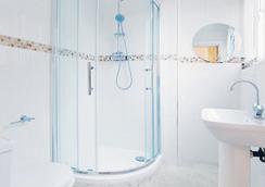 London Full House - London - Phòng tắm