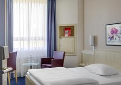 Intercityhotel Freiburg - Freiburg im Breisgau - Bedroom