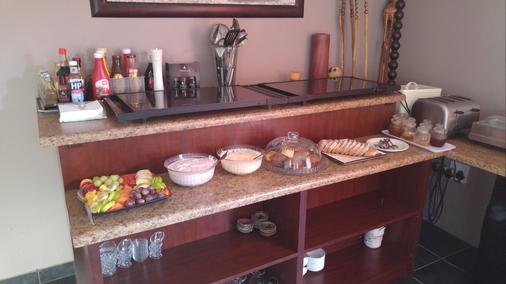 Journey's Inn Africa Guest Lodge - Johannesburg - Buffet