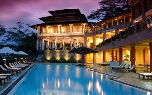 Amaya Hills - Kandy - Bể bơi