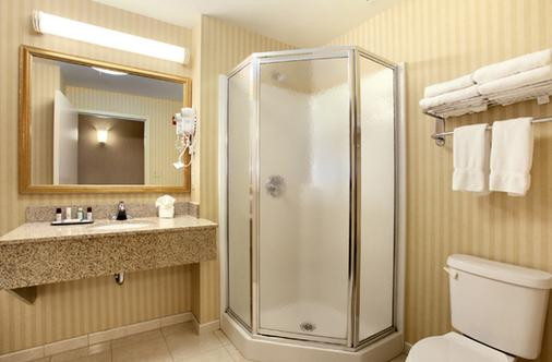 Fort William Henry Hotel and Conference Center - Lake George - Bathroom