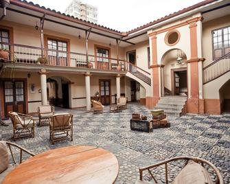 Hostal Republica - La Paz - Building