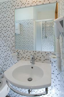 Hotel Belmar - Cattolica - Bathroom
