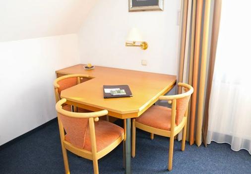 Hotel am Ostpark - Munich - Living room