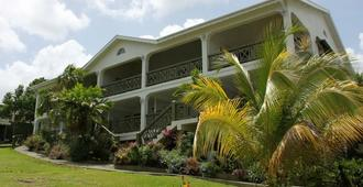 Beachcombers Hotel - Biabou