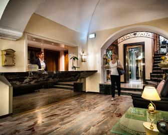 迪彭登斯戴爾安吉洛酒店 - 洛卡諾 - 洛迦諾 - 櫃檯