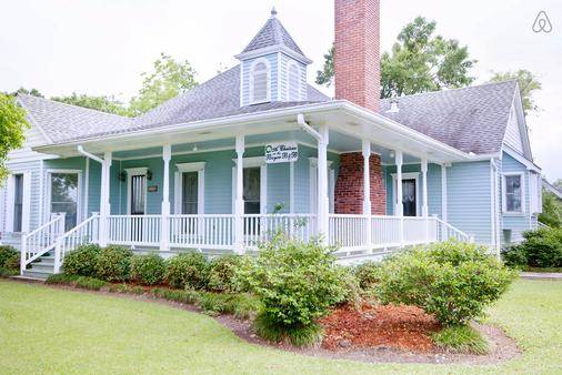 A Chateau On The Bayou Bed & Breakfast - Raceland - Building