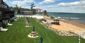 The Beach Haus Resort - Traverse City - Outdoor view