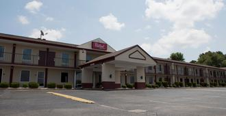 Red Roof Inn & Suites Jackson, TN - Jackson