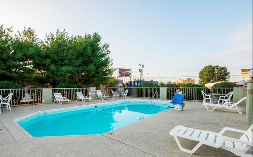 Red Roof Inn Clarksville - Clarksville - Pool
