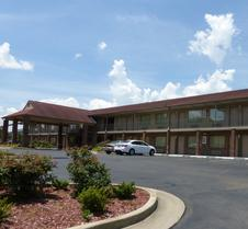 Red Roof Inn and Suites Cleveland, TN