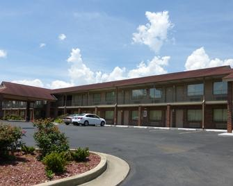 Red Roof Inn & Suites Cleveland, TN - Cleveland - Building