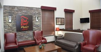 Red Roof Inn Plus+ & Suites Chattanooga - Downtown - Chattanooga - Olohuone