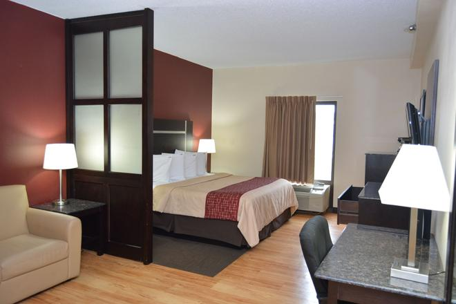Red Roof Plus+ & Suites Chattanooga - Downtown - Chattanooga - Bedroom
