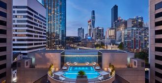 墨爾本皇冠假日酒店 - 墨爾本 - 游泳池