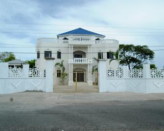 Little Savoy Guest House - Runaway Bay - Building