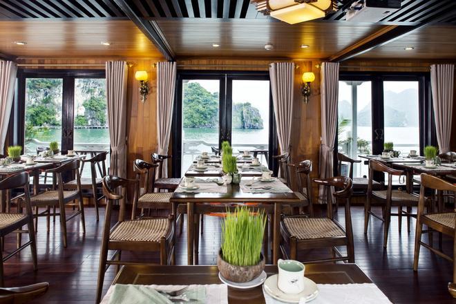 Aphrodite Cruises - Ha Long - Ravintola