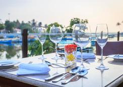 Acron Waterfront Resort- Member Itc Hotel Group - Baga - Restaurant