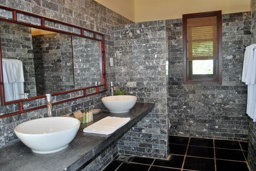 Allezboo Beach Resort & Spa - Mũi Né - Bathroom