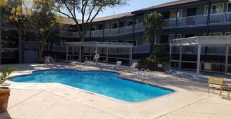Home Suites - San Antonio - Building