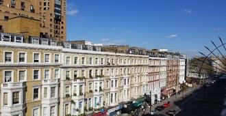 Cromwell International Hotel - London - Building