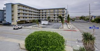 Coastal Palms Inn & Suites - Ocean City - Building
