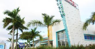 The Vagabond Hotel - Miami - Building
