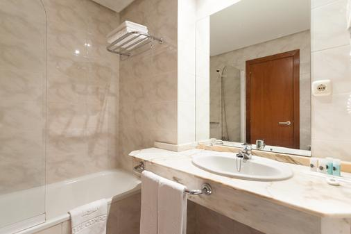Hotel Ciudad De Compostela - Santiago de Compostela - Bathroom