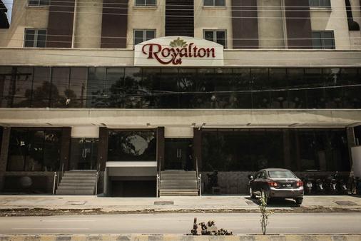 Royalton Hotel - Rawalpindi - Building