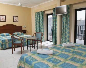 Euro Club Hotel - Бугібба - Bedroom