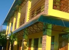 Moalboal Tropics - Moalboal - Bangunan