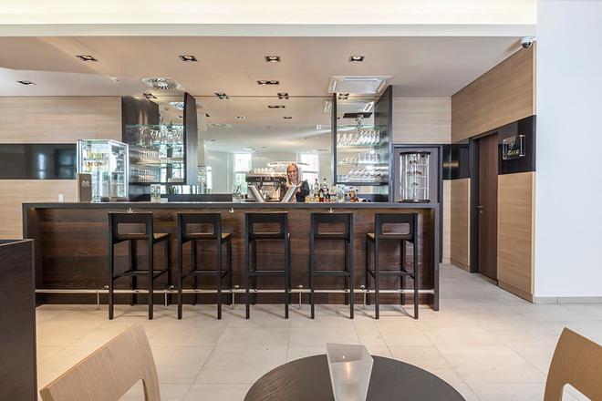 Star Inn Hotel Premium München Domagkstrasse, by Quality - Munich - Bar