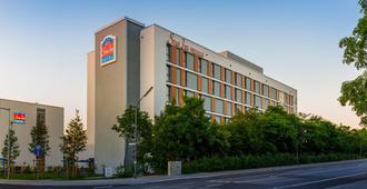 Star Inn Hotel Premium München Domagkstrasse, by Quality - München - Gebäude