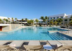 TRS Cap Cana - Punta Cana - Bể bơi