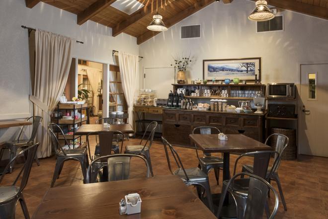 El Pueblo Inn - Sonoma - Food