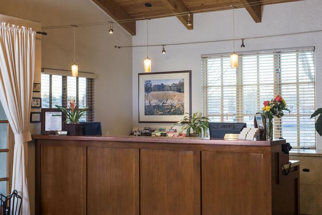 El Pueblo Inn - Sonoma - Front desk