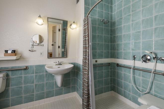 El Pueblo Inn - Sonoma - Bathroom