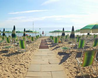 Hotel Mare Blu - Pineto - Außenansicht