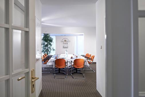 Sachsenpark-Hotel - Leipzig - Dining room