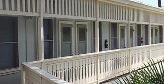 Kauai Palms Hotel - Lihue - Building