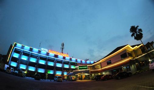 Swarna Dwipa Hotel - Palembang - Gebäude