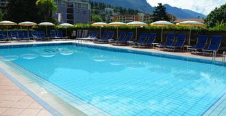 Hotel Villa Giuliana - Riva del Garda - Pool