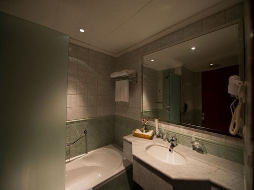 Executives Olaya Hotel - Riyadh - Bathroom
