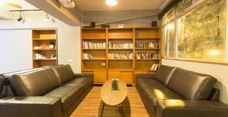 Check Inn HK - Hong Kong - Living room