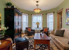 Nowhere Will You Feel More At Home! | Chicago Guest House | Wrigleyville - Chicago - Sala de estar