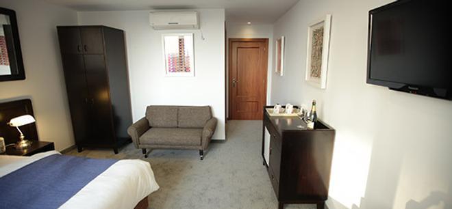 Embassy Hotel Tel Aviv - Tel Aviv - Living room